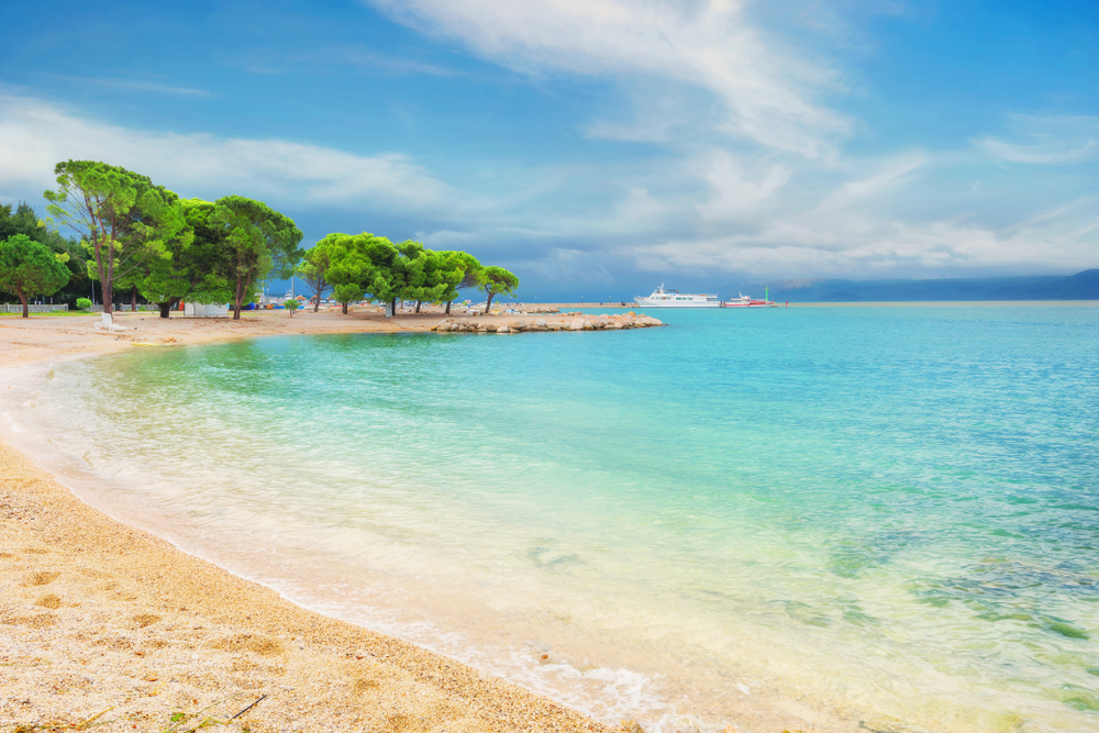 Sandy Beach in Crikvenica, Kroatien