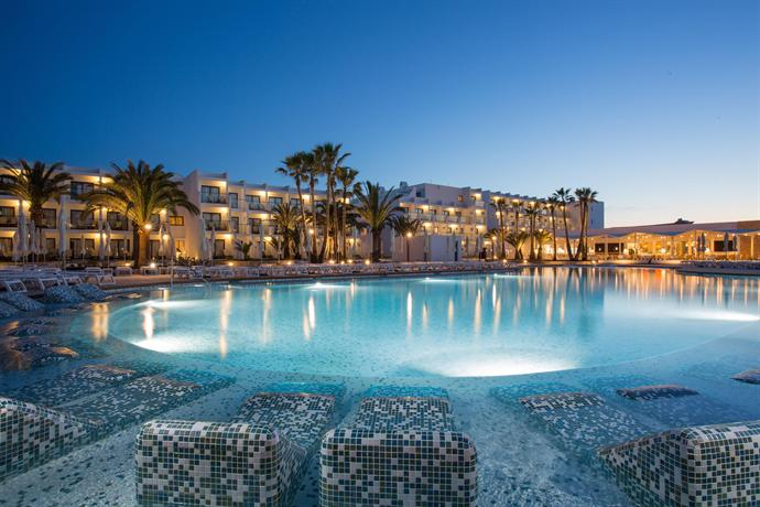 Grand Palladium White Island Resort & Spa in Playa d'en Bossa