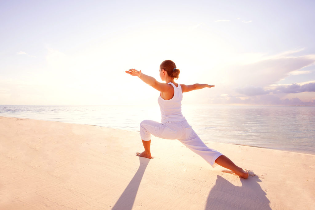 Yoga am Saadiyat Strand