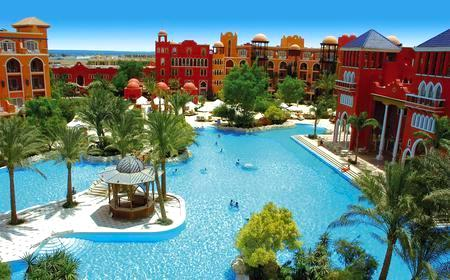 Pool und Hotel im Grand Resort Hurghada