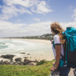 Frau beim Backpacking in Australien