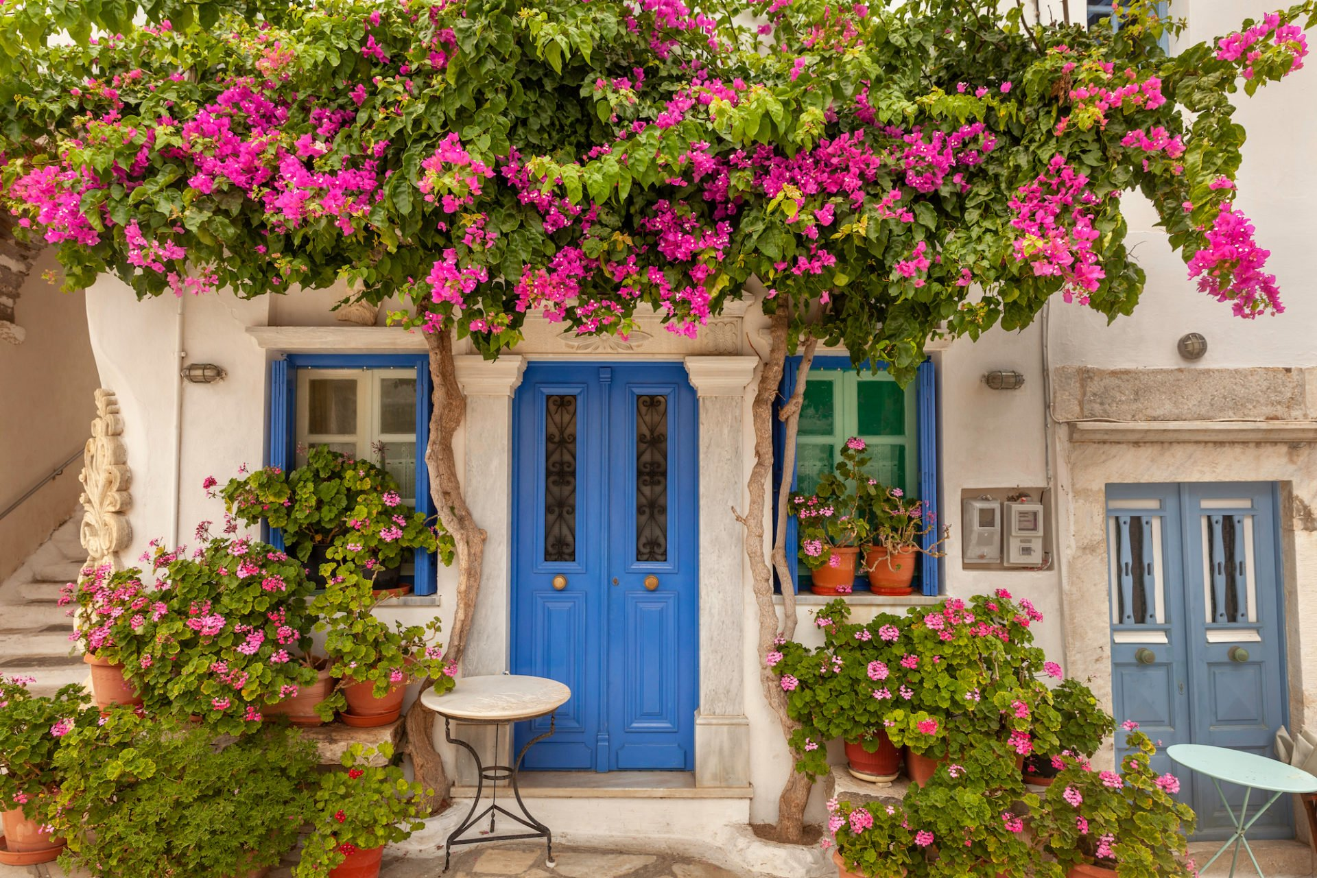 Beautiful,Old,House,With,Greenery,,In,Tinos,,Greece